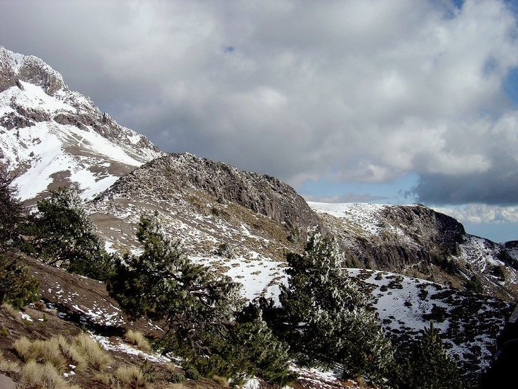 Running out of snow, Nevado de Colima