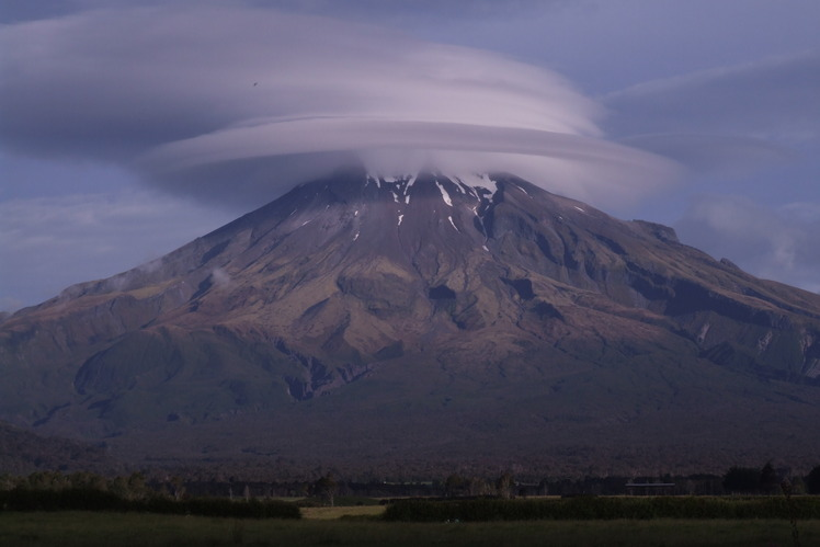 wind cloud, Mount Egmont/Taranaki
