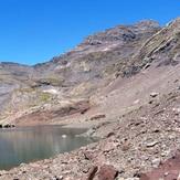 Peña Blanca y la Munia desde el Ibón Inferior de la Larri, Pic de la Munia