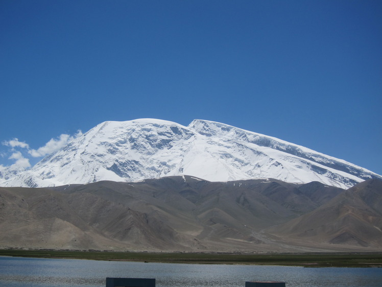 Muztagh Ata 7546 m, Top right