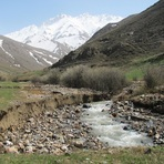 Sorkhad, آزاد کوه