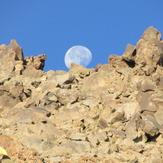 The Sabalan peak and Moon, سبلان