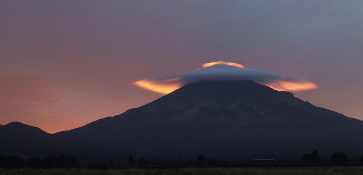 Wind cloud, Mount Egmont/Taranaki