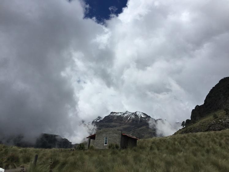 Izta entre las nubes, Iztaccihuatl