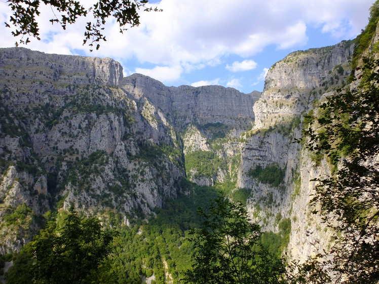 Mega Lakos Gorge Tymfi Mt