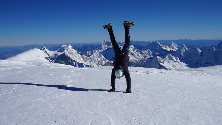 Handstand at the top of Huascaran Sur (6768m)