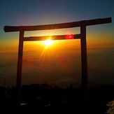 Torii at te top, Fuji-san