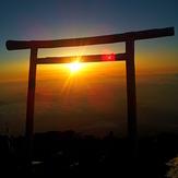 Torii at te top, Fuji-san