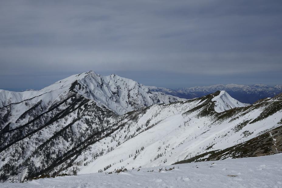 Twin peaks of Kashimayari from the southern peak of jiigatake, Kashima Yarigatake