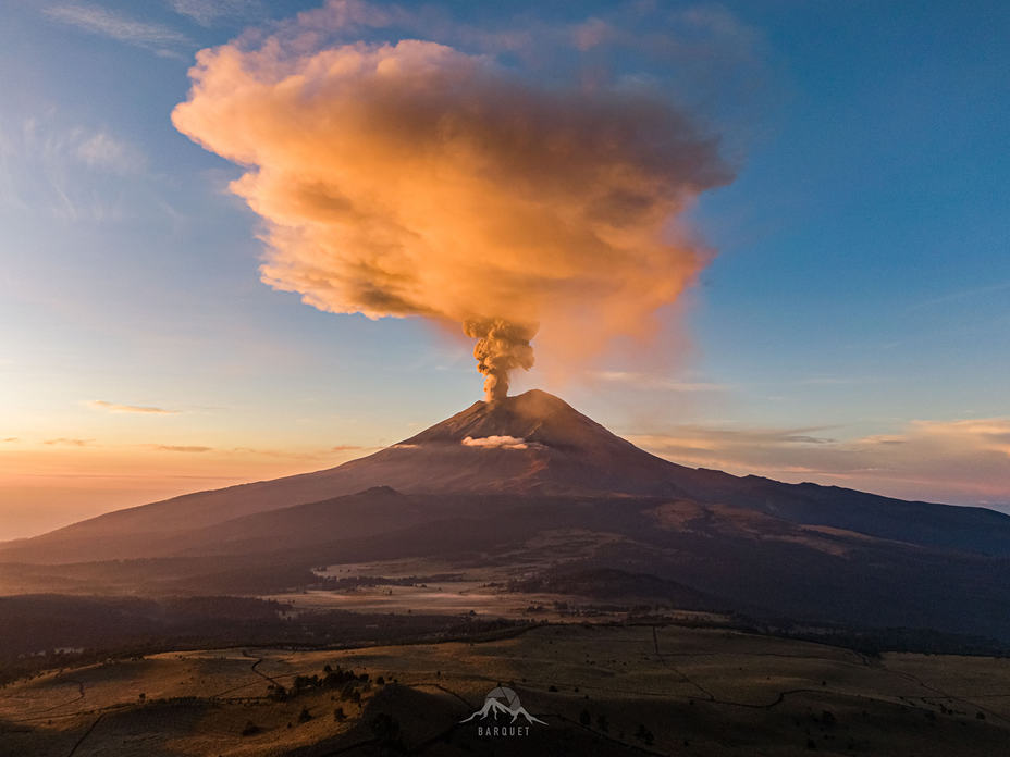 Morning eruption of Popocatépetl, Popocatepetl