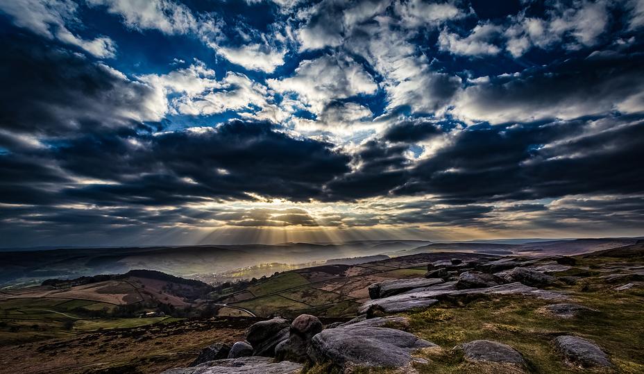 Sunbeams over Hope Valley, Higger Tor