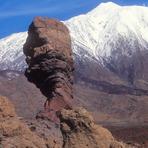 Pico de Teide (3717 m) cubierta del nieve