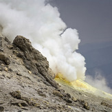 Sulfur emits under the Summit, دماوند