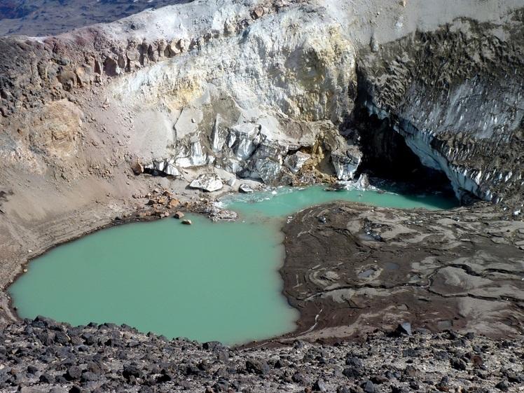 crater secundario del volcán copahue