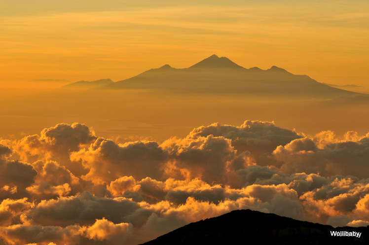 Rinjani at a distance of 106 km to the east,  after sunrise, Mount Agung